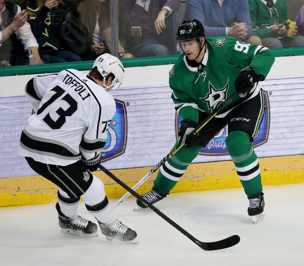Dallas Stars center Jason Spezza (90) and Los Angeles Kings right wing Tyler Toffoli (73) battle in the first period at the American Airlines Center in Dallas on Thursday, Jan. 17, 2019. (Rose Baca/Staff Photographer)