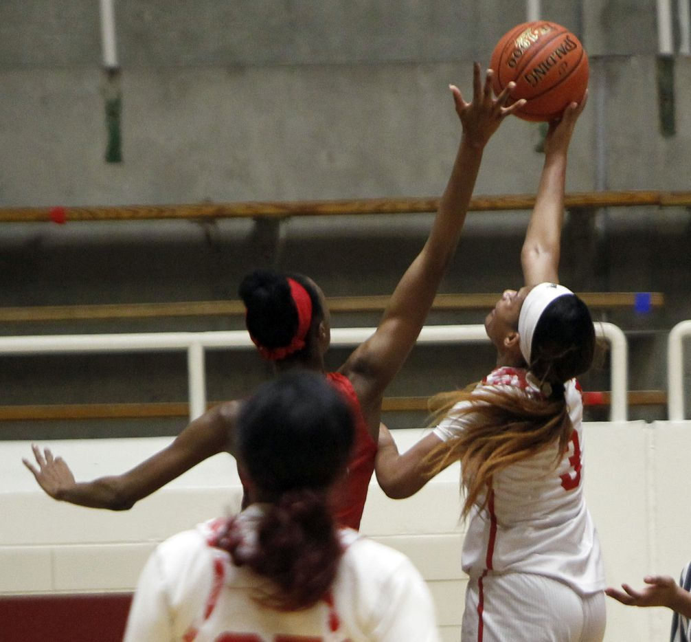 Mesquite Horn guard Jasmine Shavers (3) puts up a layup as she is defended by Duncanville forward Kirsten Johnson (23) during first half action. The two teams played their Class 6A area-round playoff basketball game at Loos Field House in Addison on February 23, 2021. (Steve Hamm/ Special Contributor)