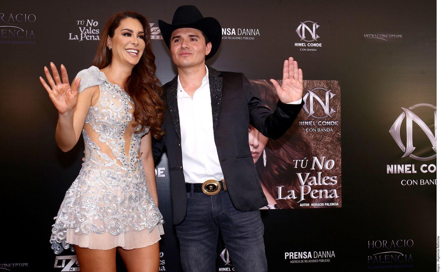 Ninel Conde (izq.) se dio a desear y dejó a Horacio Palencia (der.) con las ganas de un beso./ AGENCIA REFORMA