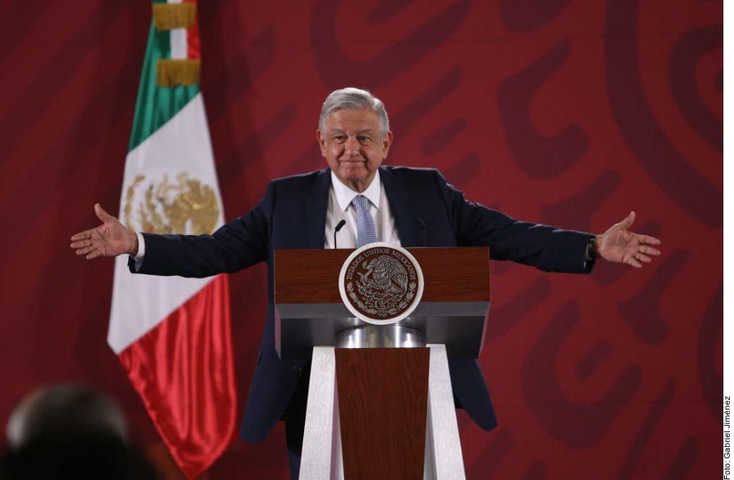 """El Presidente López Obrador aseguró que eliminar los """"puentes"""" en el próximo ciclo escolar no afectará al sector turístico de México."""