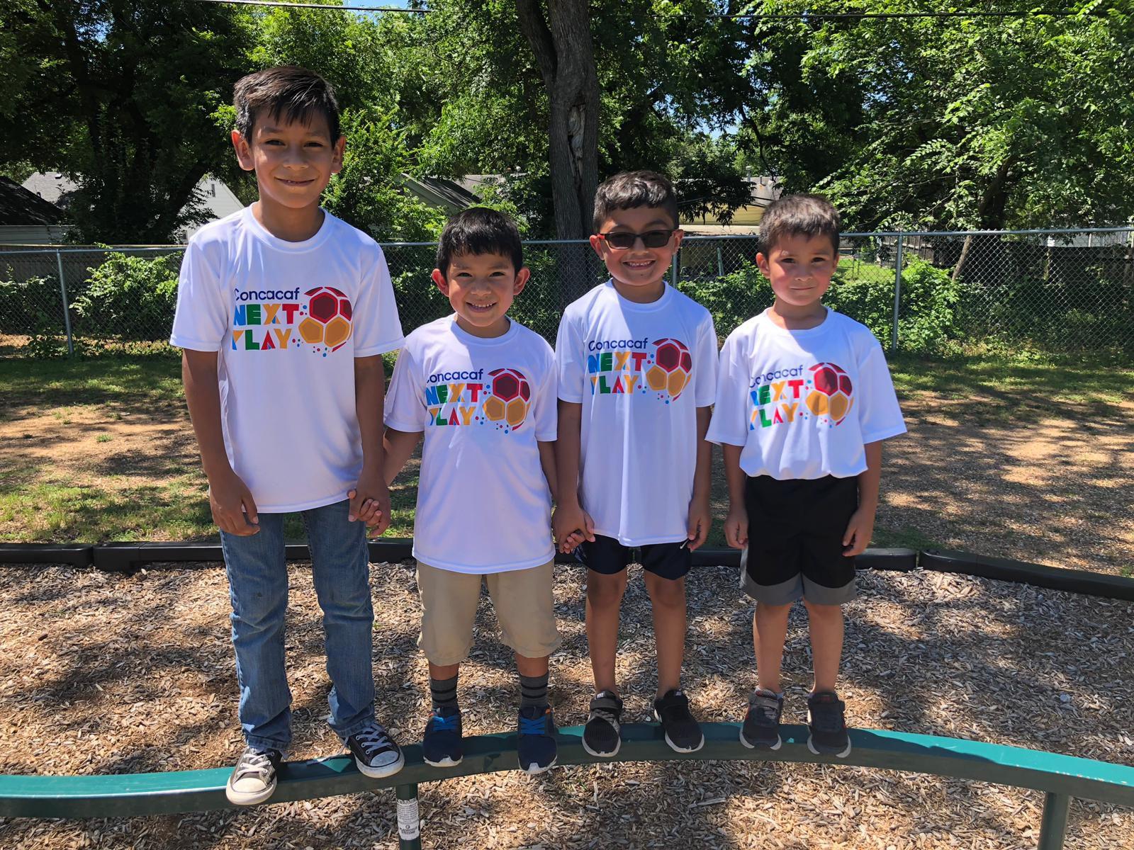Niños que participaron del programa NextPlay de Concacaf en Hurst. Foto cortesía Concacaf