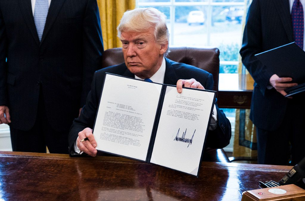 President Donald Trump signs an executive order in January to advance the Dakota Access and Keystone XL pipeline projects. (Doug Mills/The New York Times)