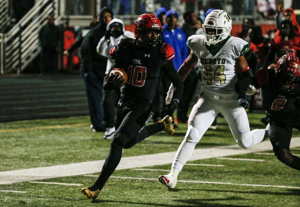 Cedar Hill running back Corrie Allen (10) scores past DeSoto linebacker DeMarcus Jackson (44) during a high school football match up between Cedar Hill and DeSoto on Thursday, Nov. 7, 2019. (Ryan Michalesko/The Dallas Morning News)