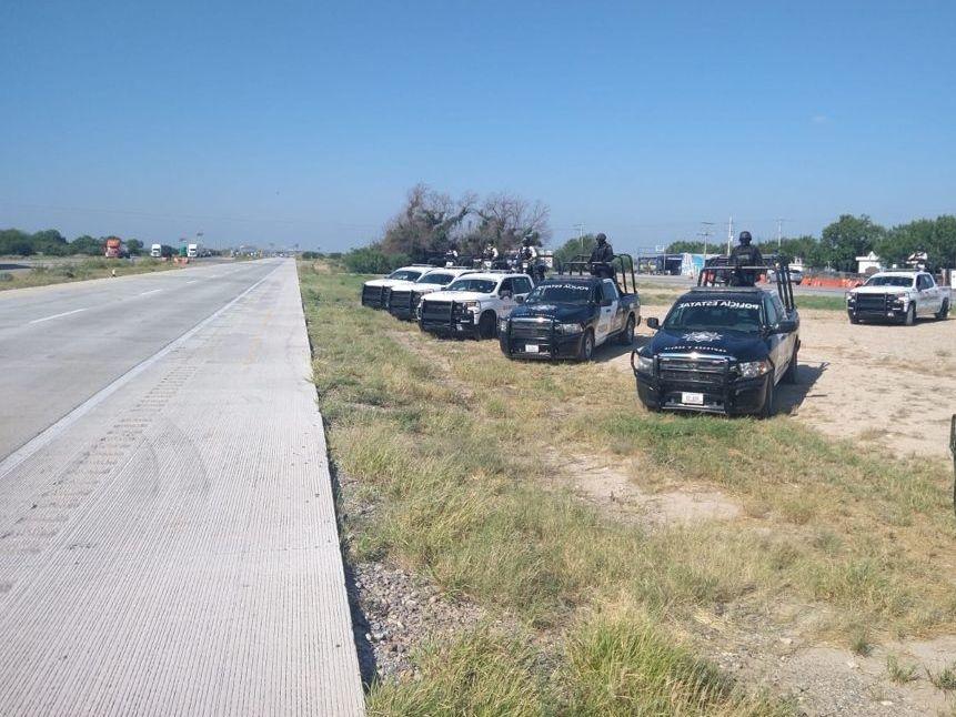Diversas fuerzas policiales vigilan la carretera de Monterrey a Nuevo Laredo, luego de que se han reportado más de 70 personas que desaparecen en el trayecto en lo que va de 2021al 25 de junio. AGENCIA REFORMA.
