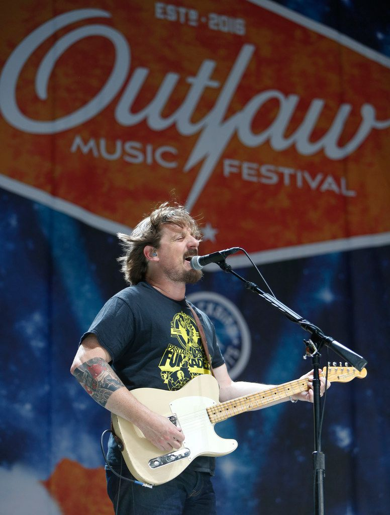 Sturgill Simpson rocks the stage at Dos Equis Pavilion at Outlaw Festival