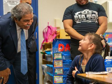 Dallas ISD Superintendent Michael Hinojosa speaks with Juliana Hernandez, 5, at the Martin Luther King Jr. Learning Center in Dallas for the first day of school on Monday, Aug. 19, 2019.