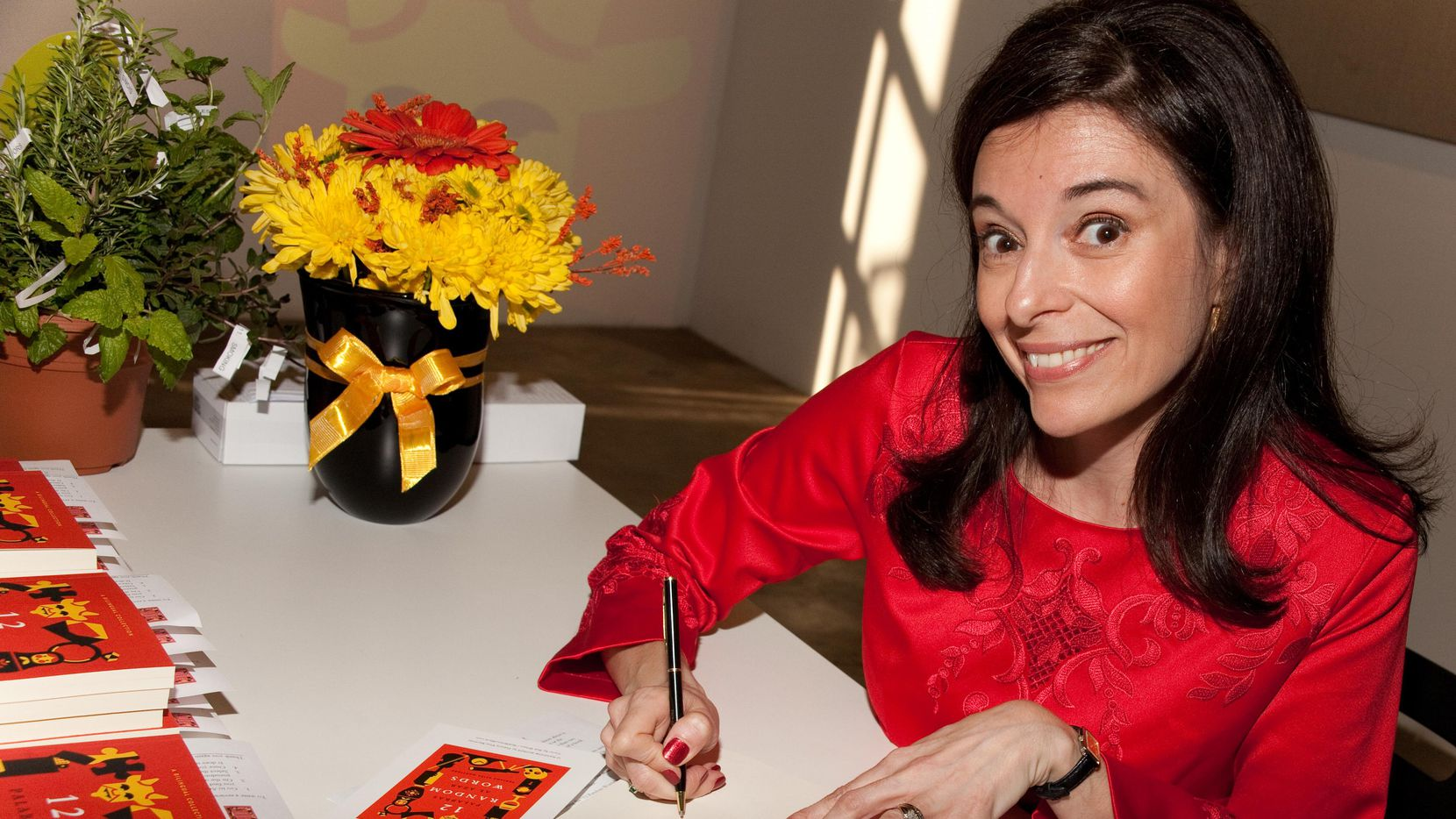 """La argentina Fabiana Elisa Martínez es la autora del libro de cuentos """"12 Random Words/12 palabras al azar"""".(CORTESÍA/KRIS HUNDT)"""
