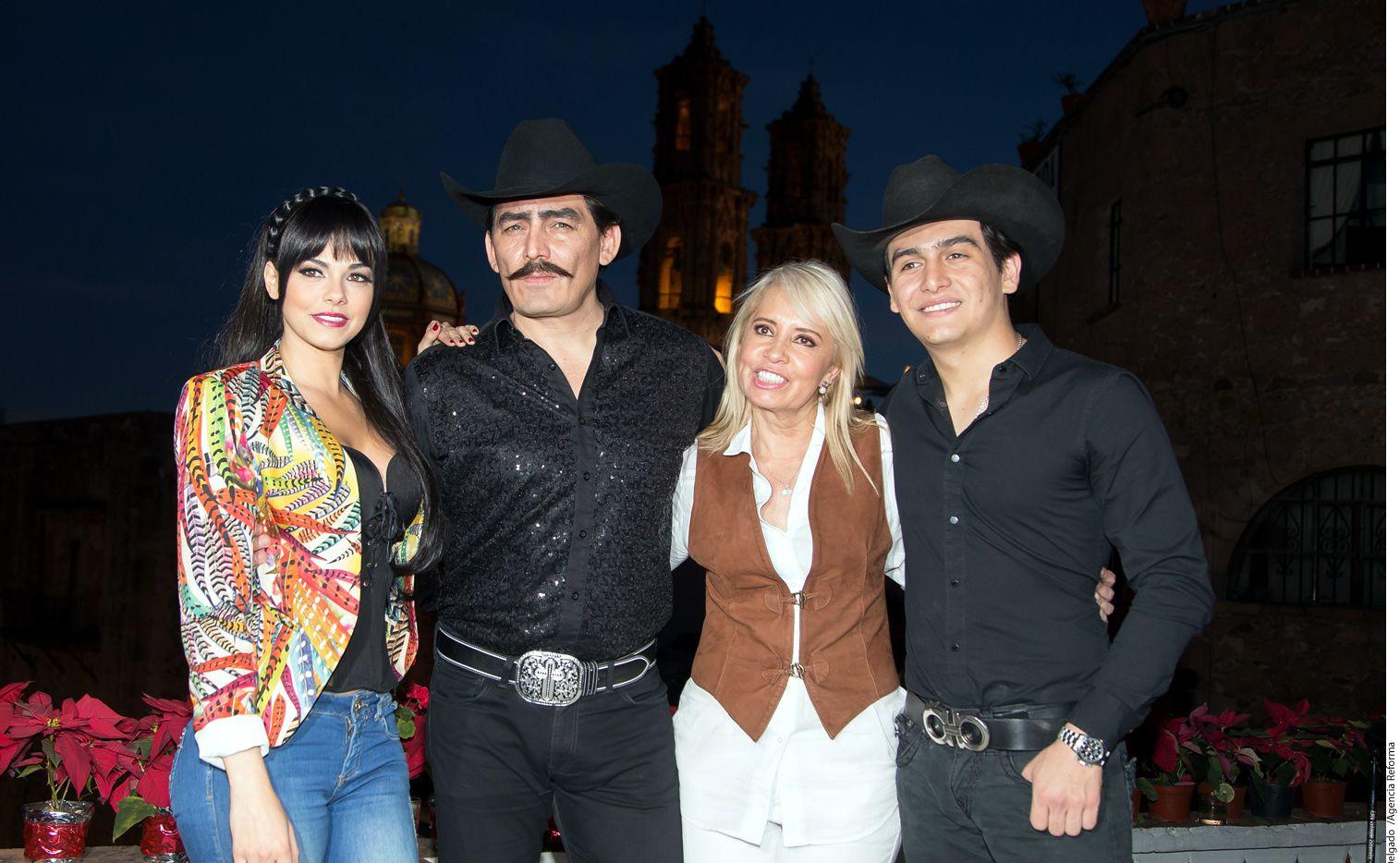 En el claquetazo de la serie acerca de la vida de Joan Sebastian estuvieron presentes Livia Brito, José Manuel Figueroa, Carla Estrada y Julián Figueroa./ AGENCIA REFORMA