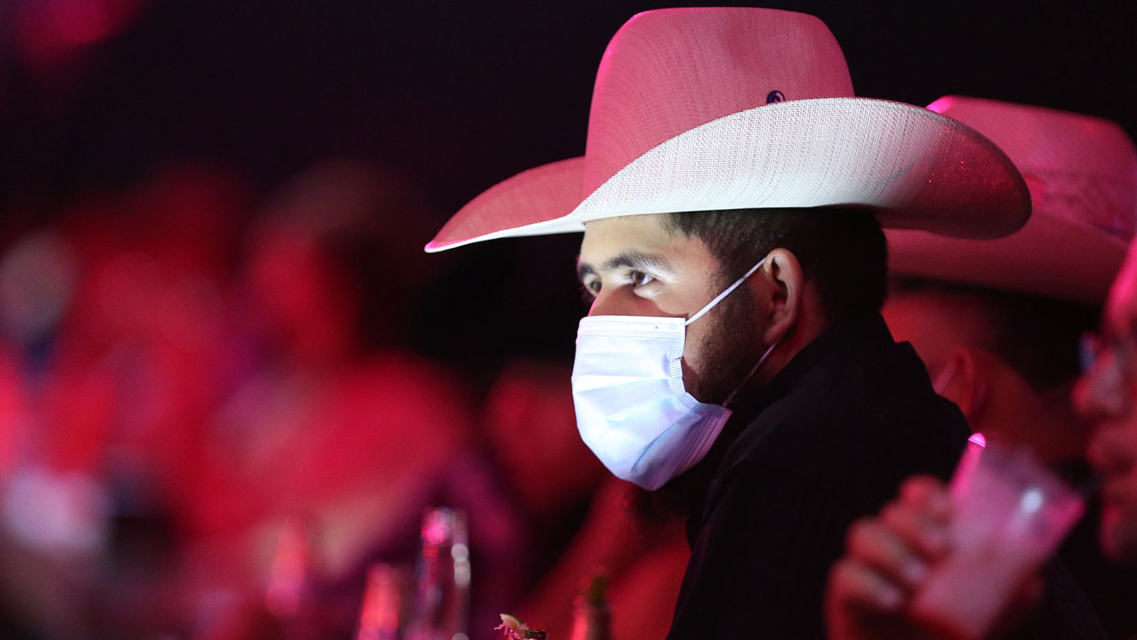 Following the lead of Dallas County, Tarrant County and the city of McKinney, the Plano City Council will vote today on an ordinance that would require mask-wearing at local businesses. (Photo Omar Vega / Al Dia Dallas)