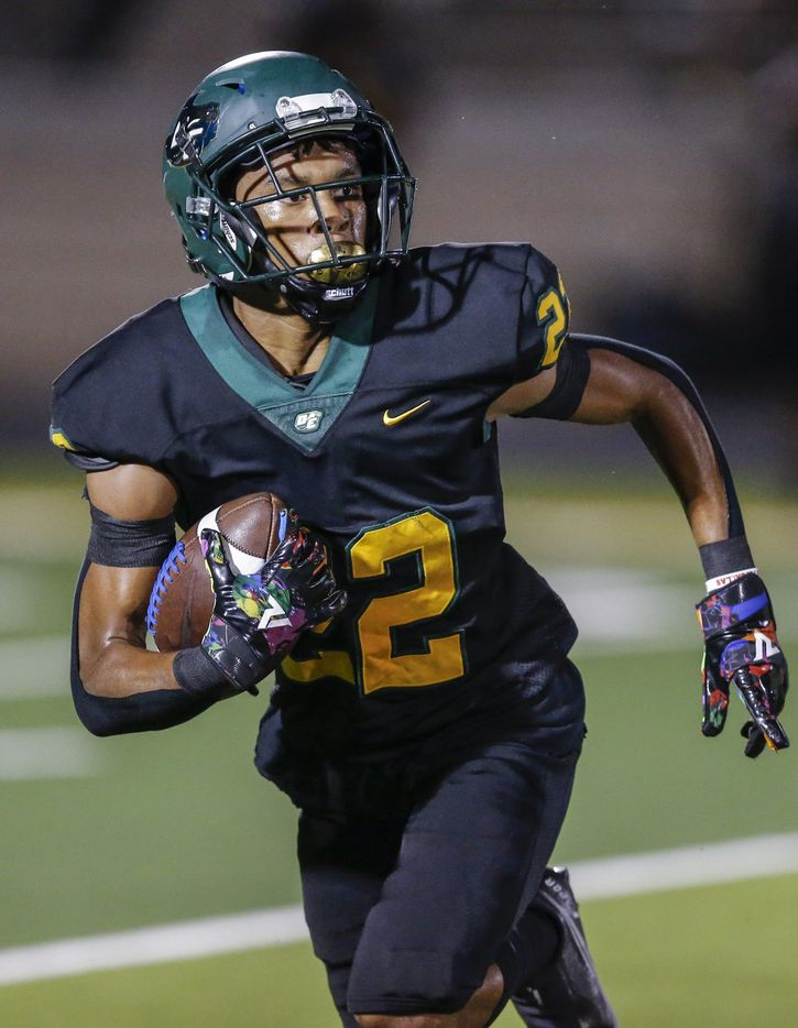 DeSoto junior running back Jamarion Ravenell (22) carries the ball during the first half of a high school football game against Duncanville at DeSoto High School, Friday, September 17, 2021. (Brandon Wade/Special Contributor)
