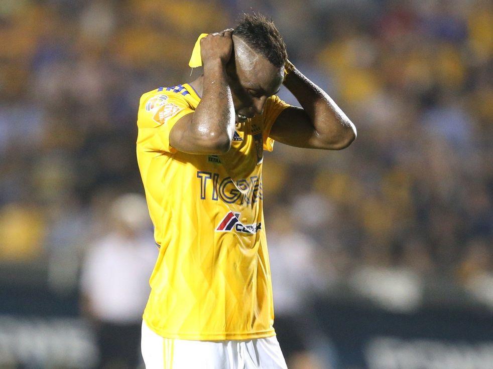 El jugador colombiano de Tigres, Julián Quiñónez, sufrió una crisis nerviosa al enterarse de la muerte de su amigo.