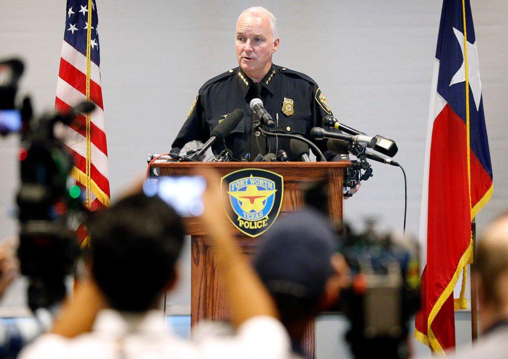 El jefe de la policía de Fort Worth, Ed Kraus, anunció que se retirará a fin de año.