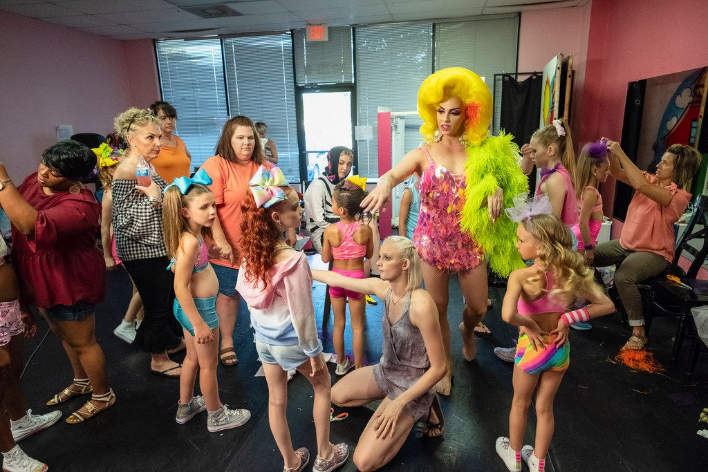 """Alyssa Edwards (also known as Justin Johnson) stands tall among the dancers at Beyond Belief Dance Company. She will star in a docuseries called """"Dancing Queen,"""" which will premiere on Netflix on Oct. 5."""