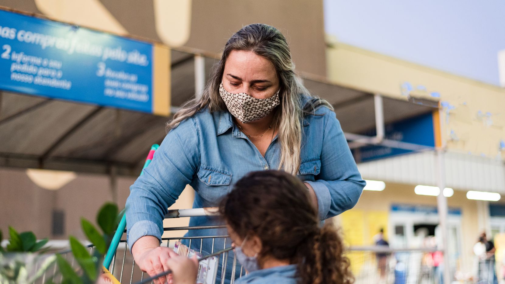 Las familias con niños en edad escolar podrán recibir hasta $1,200 para comprar alimentos.