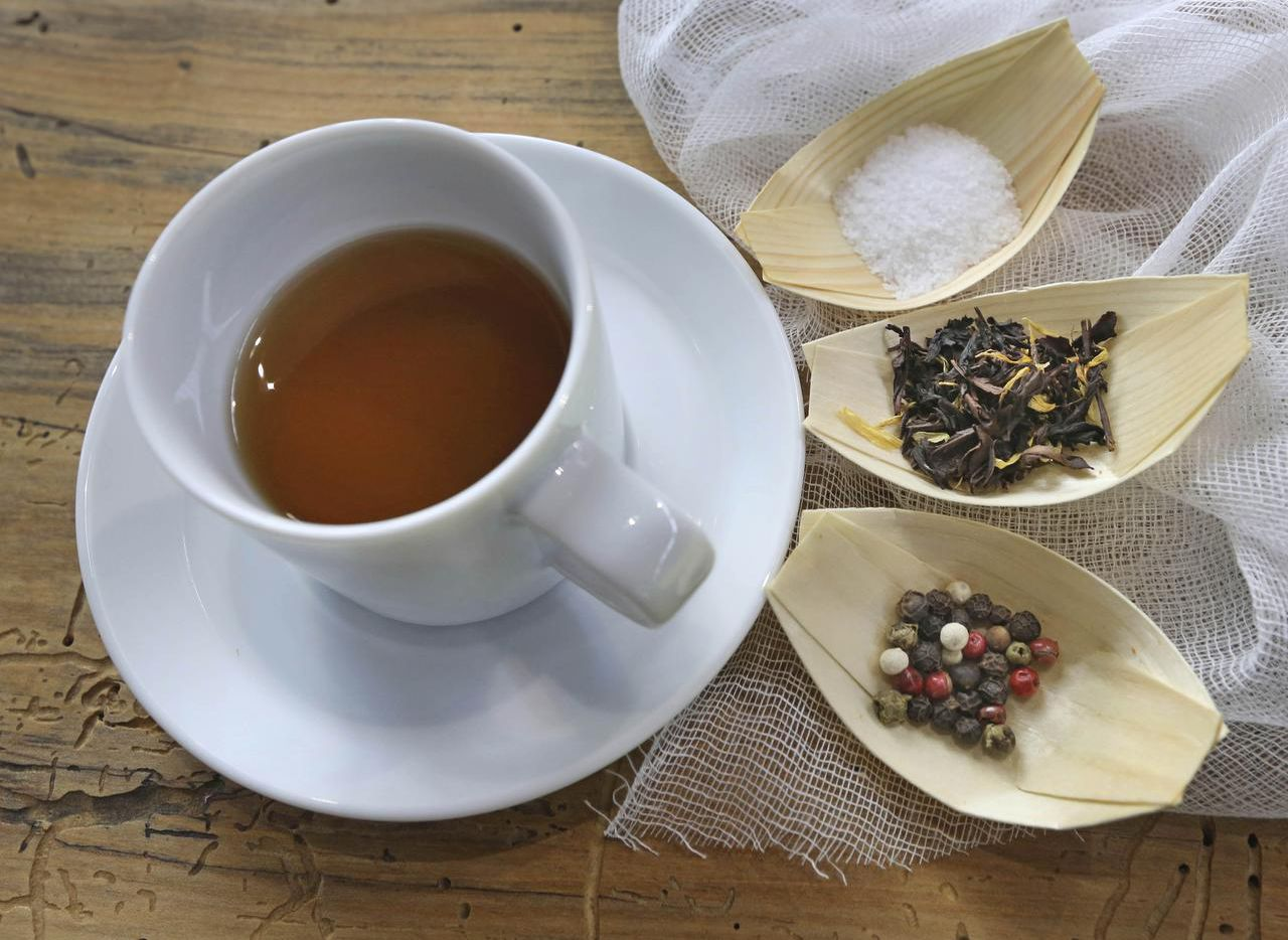 Step up to  the Stocks & Bondy counter for a warming cup of the day's tea-infused stock, which combines the best elements of healing bone broth and tea.