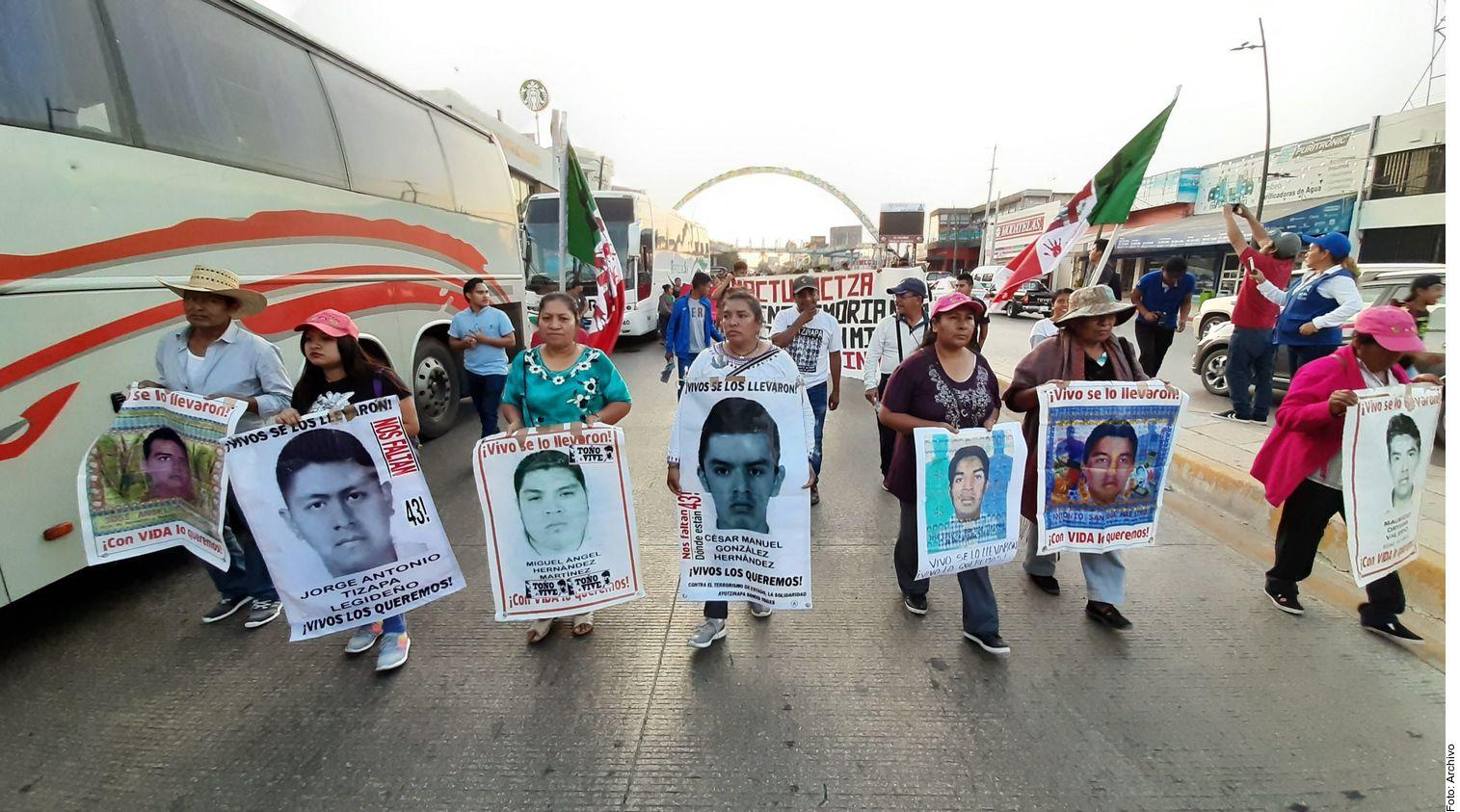 """Una juez federal del Estado de México ordenó liberar por falta de elementos a José Ángel Casarrubias, """"El Mochomo"""", acusado de ordenar el asesinato y desaparición de los 43 normalistas de Ayotzinapa, pero antes de que abandonara el penal, fue recapturado."""