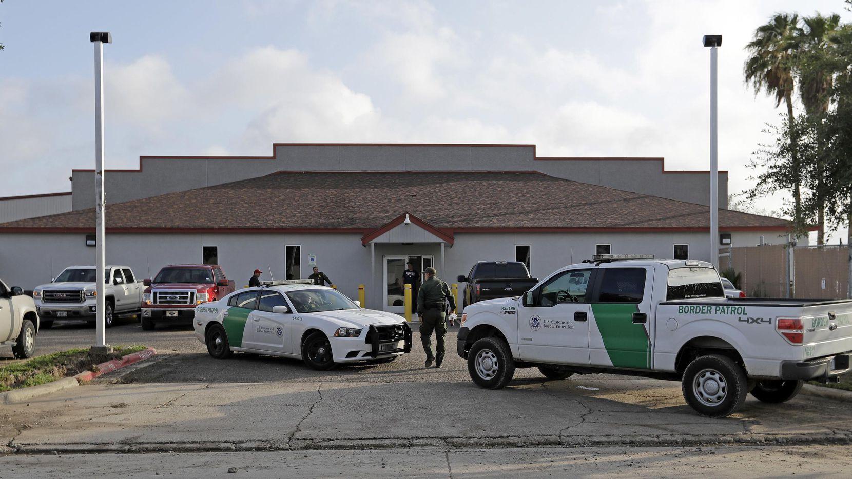 Cuartel de la Patrulla Fronteriza en McAllen, donde se encontraban una mujer y un bebé prematuro. (AP/David J. Phillip)