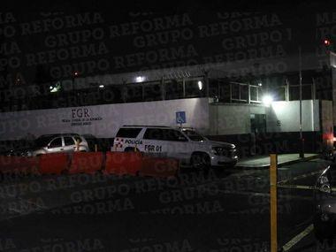 Emilio Lozoya Austin llegó la madrugada del viernes a la capital mexicana procedente de Madrid.