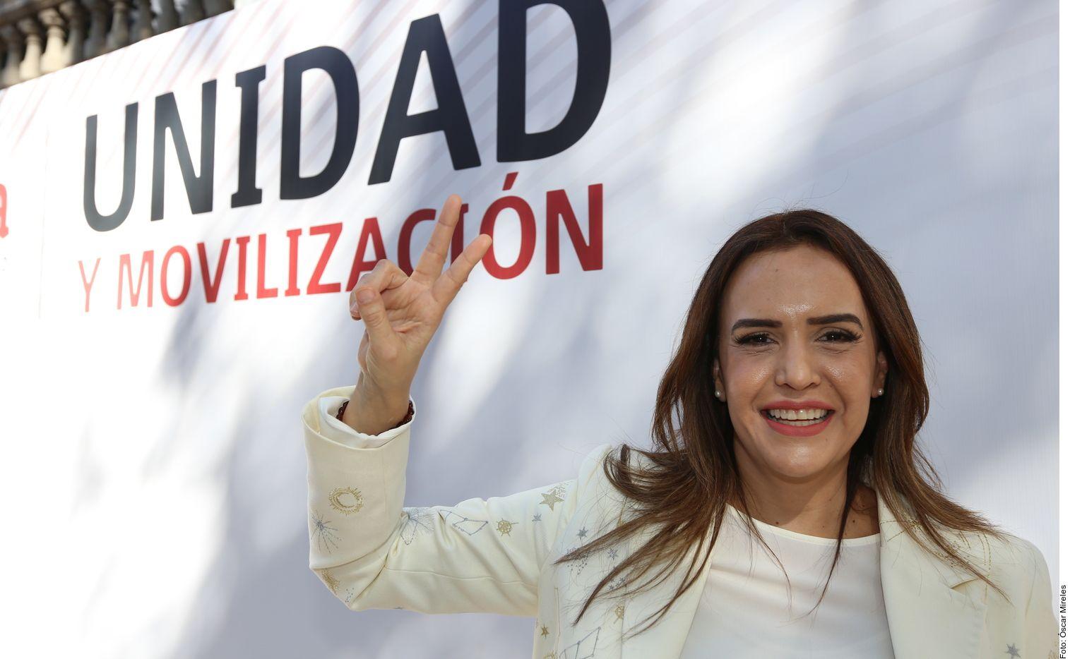 En medio de reclamos de líderes y militantes, Morena anunció a Clara Luz Flores como su candidata a la gubernatura de Nuevo León.