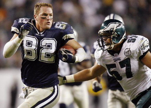11/04/2007Dallas Cowboys' Jason Witten drives on without a helmet scrambling for extra yardage as Eagles Chris Gocong looks to make the tackle during the fourth quarter November 4 at Lincoln Financial Field in Philadelphia.