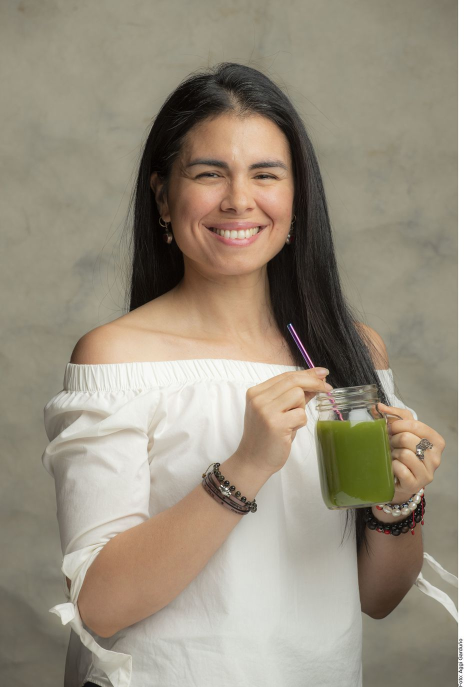 Danielle Romero explica que, al ingerir una alta cantidad de aditivos, químicos y productos refinados, el cuerpo se satura y comienza a acumular grasa y toxinas.