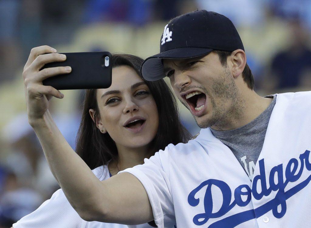 Mila Kunis Y Ashtor Kutcher son padres por segunda ocasión. AP