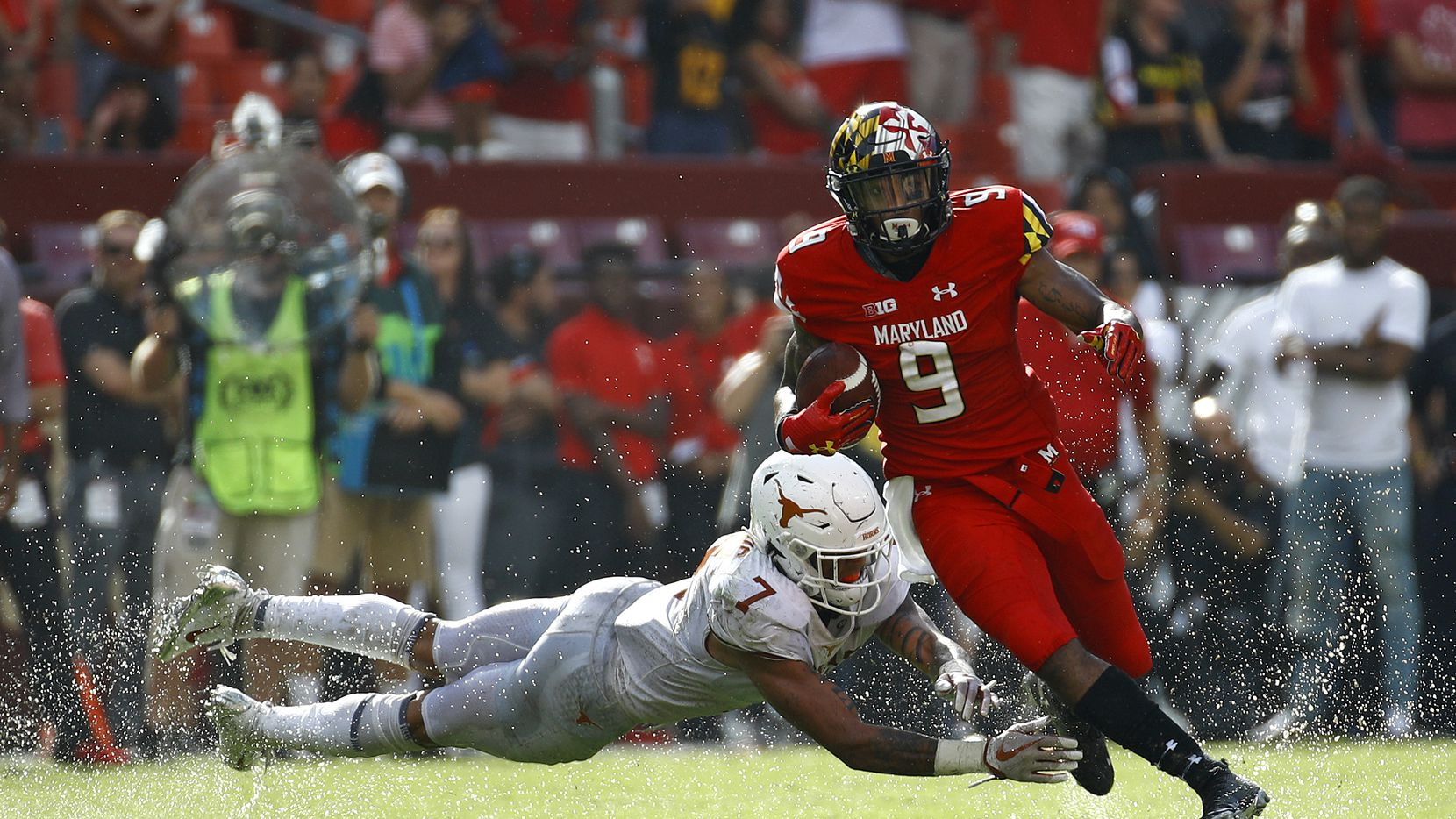 Maryland wide receiver Jahrvis Davenport, right, rushes past Texas defensive back Caden Sterns in the second half of an NCAA college football game, Saturday, Sept. 1, 2018, in Landover, Md. (AP Photo/Patrick Semansky)