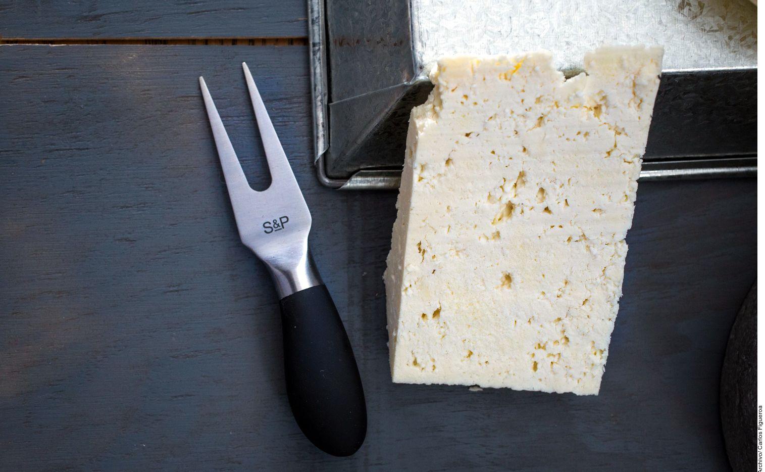Aquellos quesos que tienen notas a amoniaco o a leche agria deben ser rechazados, aconsejan los expertos. (AGENCIA REFORMA)