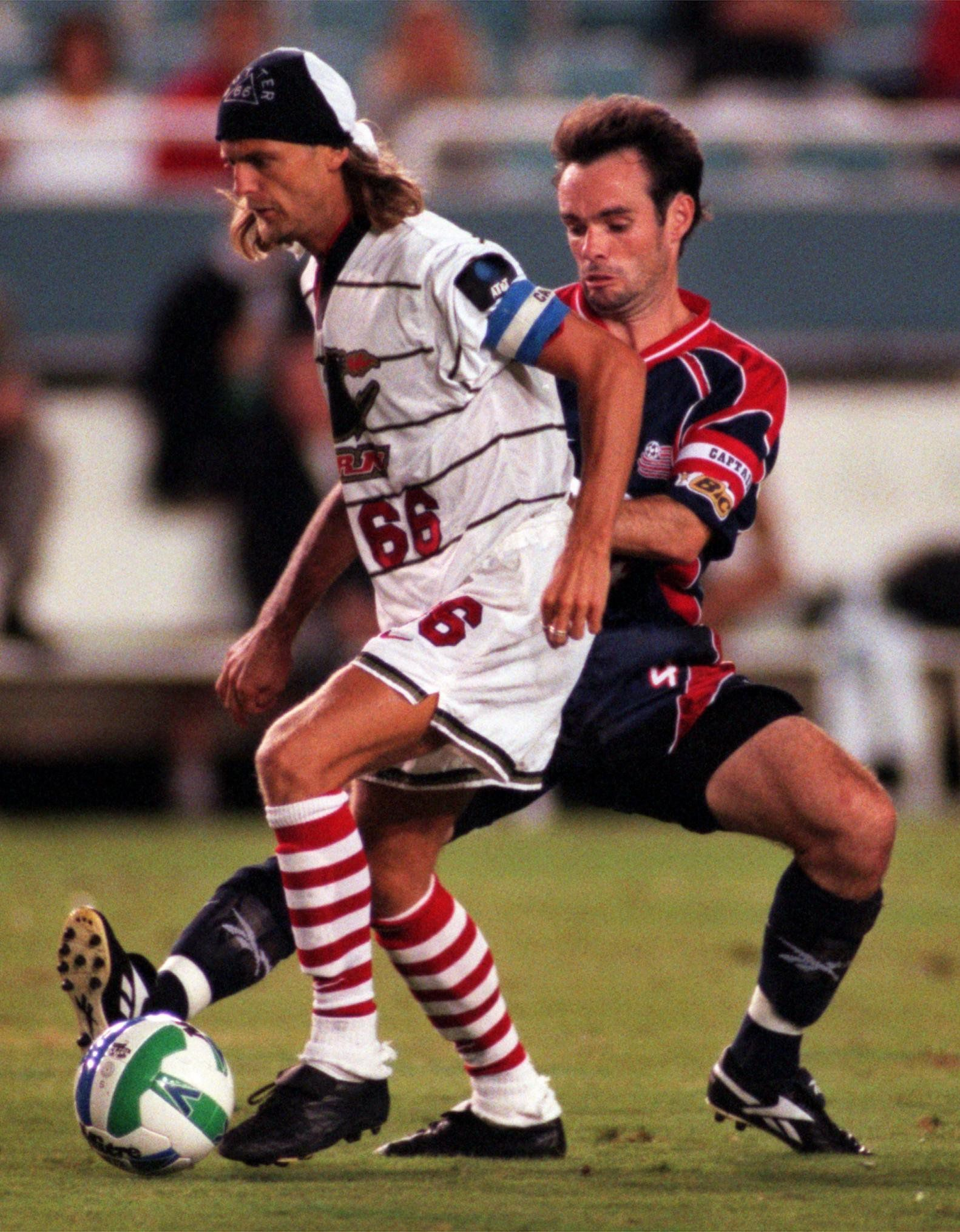 Alain Sutter (66) y el Dallas Burn se consagraron en 1997 en la US Open Cup. (NS_Sports)