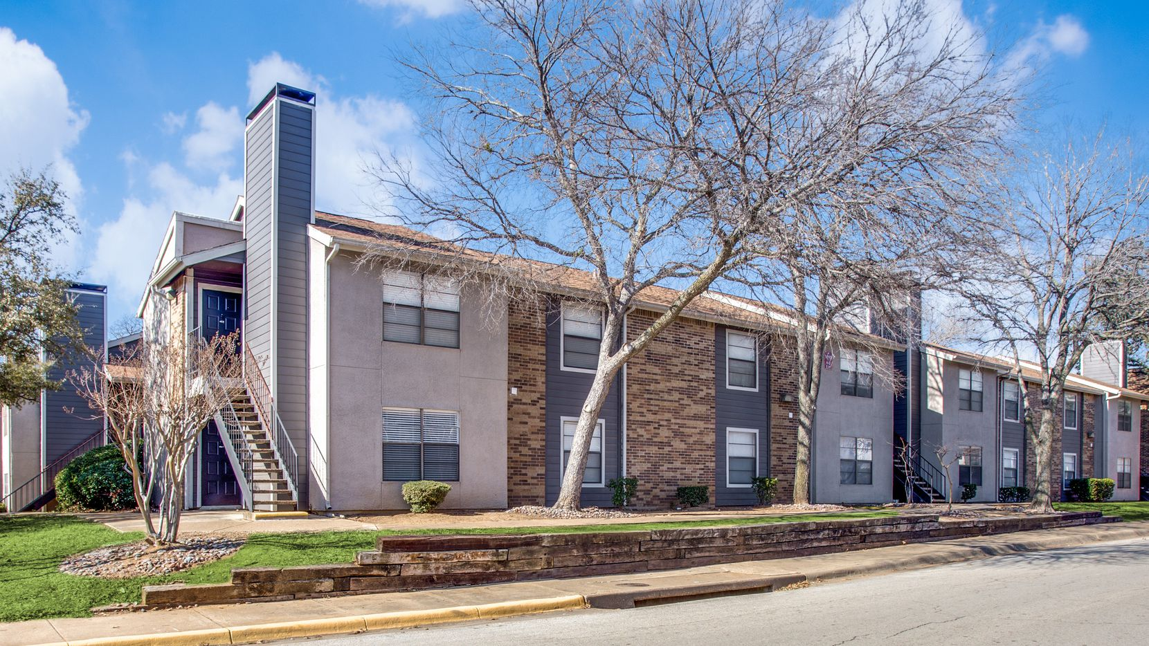Transwestern Investment Group and S2 Capital LLC purchased the Oak Creek Apartments in Bedford.