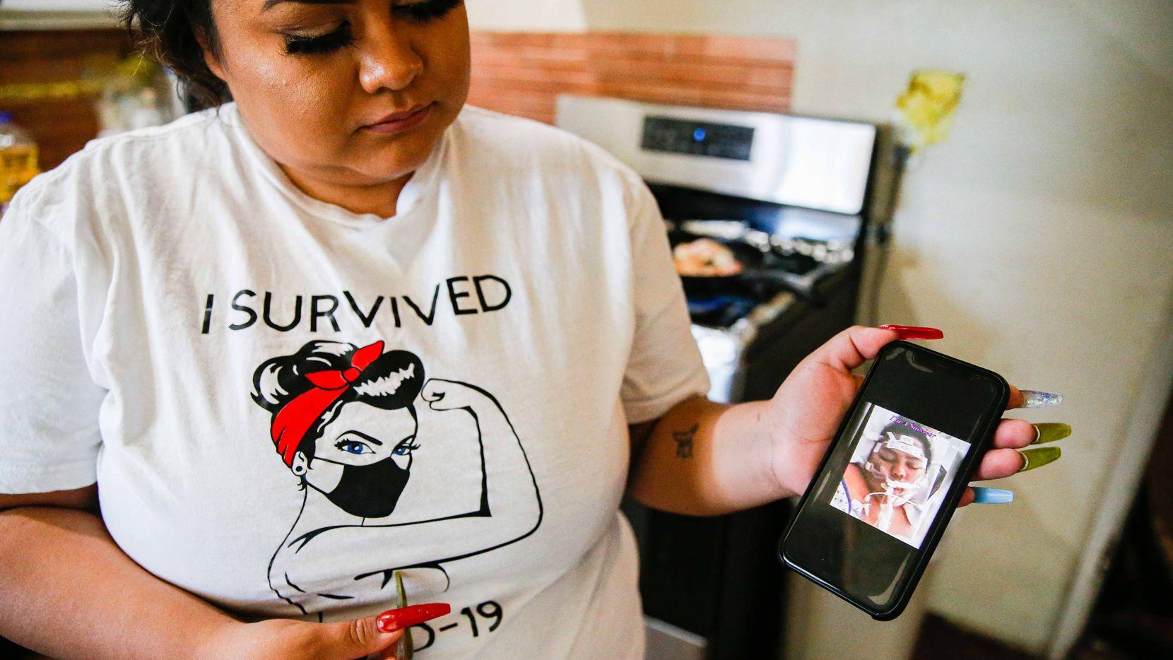 Devany Veloz, 26, es sobreviviente de covid-19. En la imagen, ella muestra una fotografía de cuando estaba intubada. Permaneció conectada a un ventilador por siete semanas y a una máquina de soporte vital por cinco. En total, estuvo 69 días en el hospital y, aunque fue dada de alta en agosto, aun sufre las secuelas de covid-19.