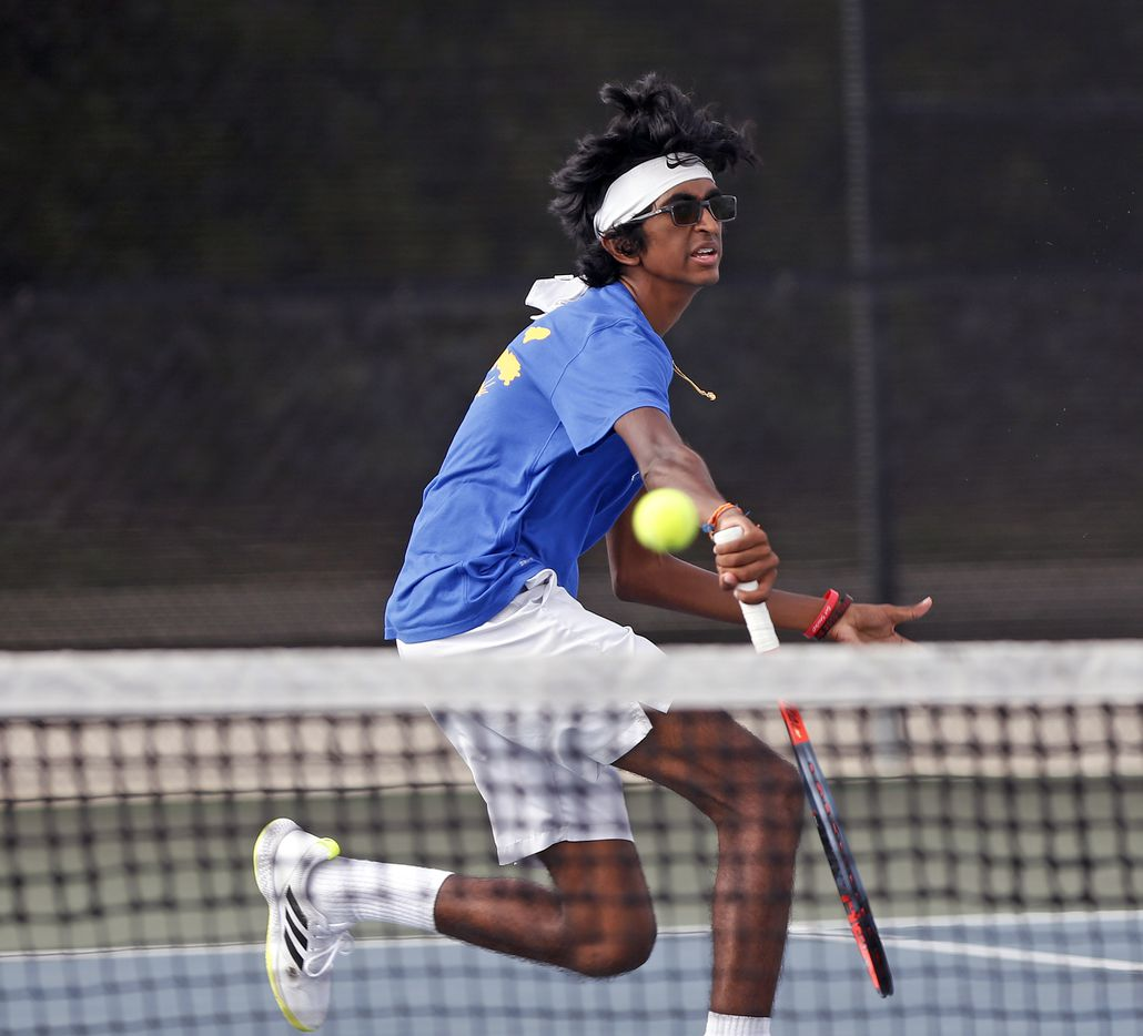 Frisco's Mohan Yechuri returns a serve in the 5A singles match at the UIL State Tennis finals at Northside Tennis on Friday, May 21, 2021.