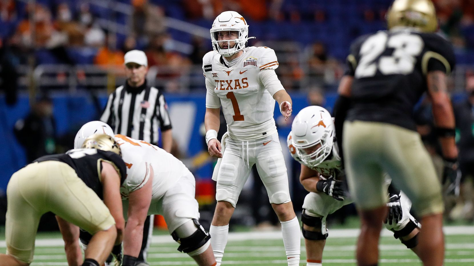 Hudson Card #1 of the Texas Longhorns signals at the line of scrimmage in the fourth quarter against the Colorado Buffaloes during the Valero Alamo Bowl at the Alamodome on December 29, 2020 in San Antonio, Texas.