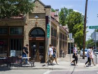 Bishop Arts se ha convertido en un sector muy atractivo de restaurantes y entretenimiento en el corazón de Oak Cliff.