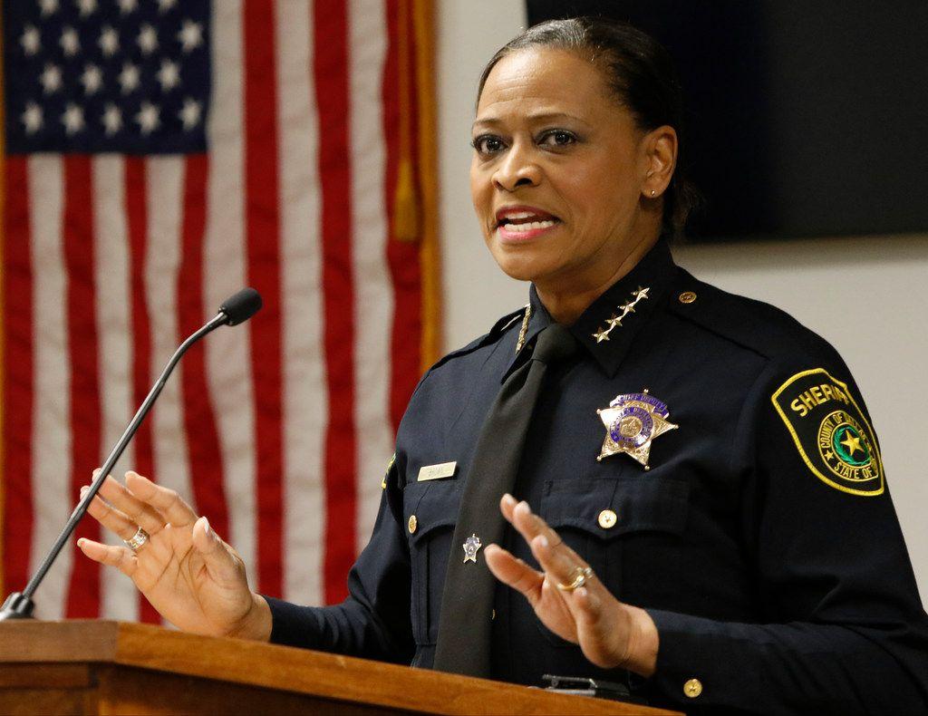 Marian Brown, sheriff del condado de Dallas, suspendió hasta nuevo aviso las visitas en persona a reclusos en la cárcel de Dallas por el brote de coronavirus.