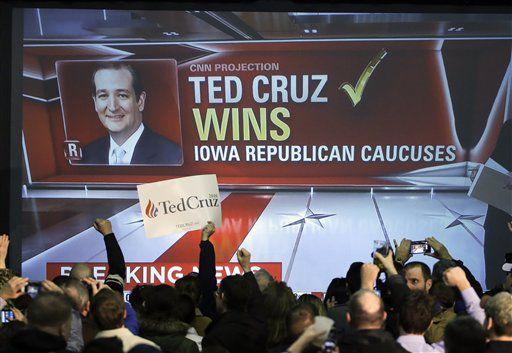 Simpatizantes de Ted Cruz celebran la victoria del senador por Texas en la asamblea de Iowa.