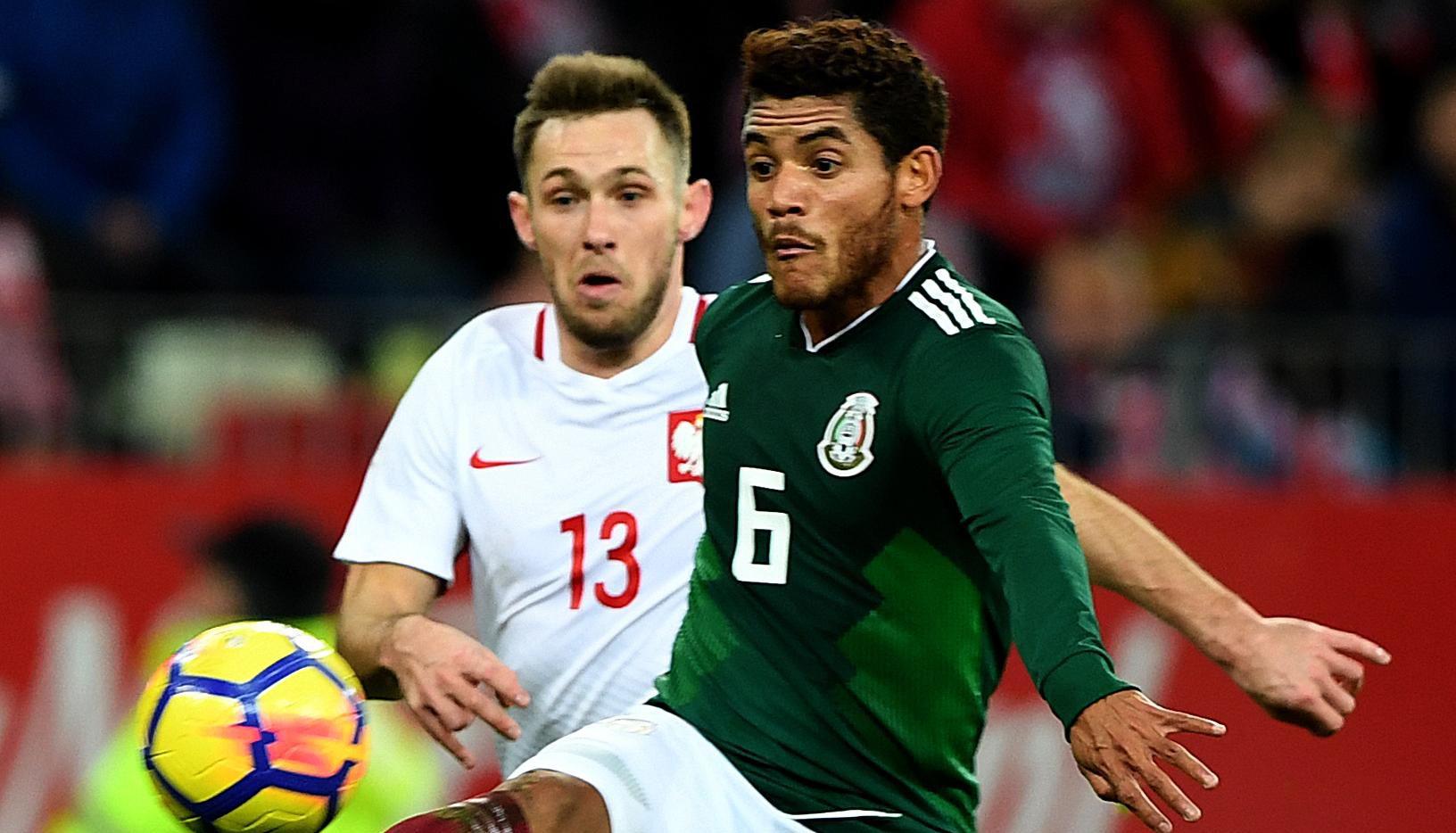 Jonathan Dos Santos y la selección mexicana vencieron 1-0 a Polonia el lunes en Gdansk, Polonia. (AFP/Getty Images/JANEK SKARZYNSKI)