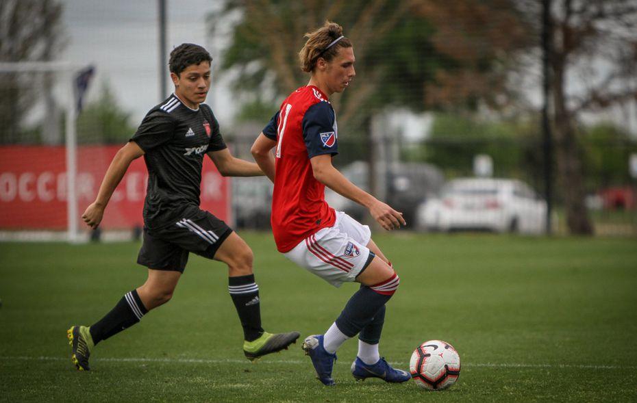 FC Dallas U19 winger Beni Redzic plays against Texas SC.