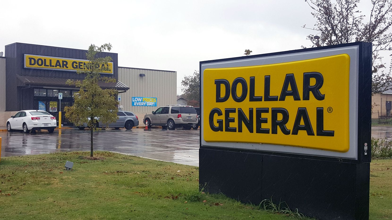 Gabrielle Simmons, a mother of six, was shot and killed at this Dollar General in east Oak Cliff.