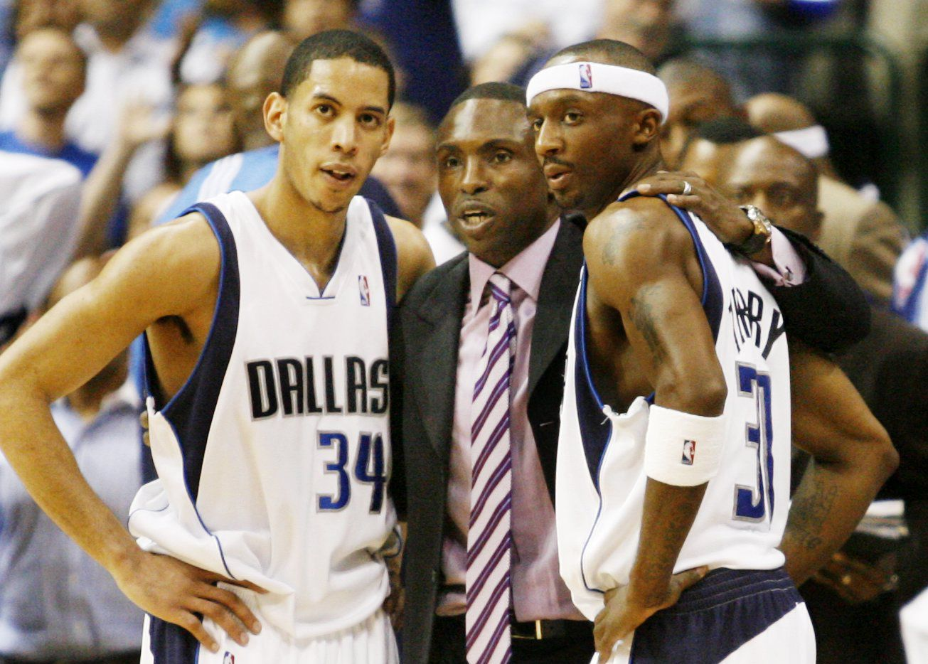 Mavericks coach Avery Johnson talks with Devin Harris and Jason Terry during a game at the American Airlines Center.