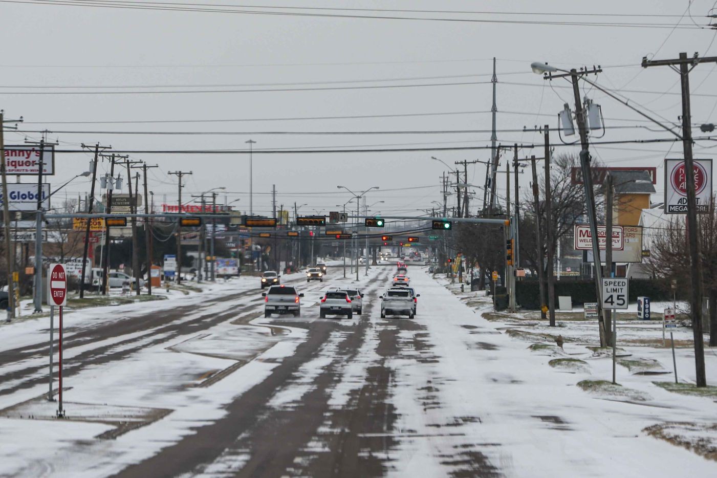 Light traffic on TX-12 Loop Northwest as it continues to snow and temperatures keep dropping in Dallas on Sunday, February 24, 2021.
