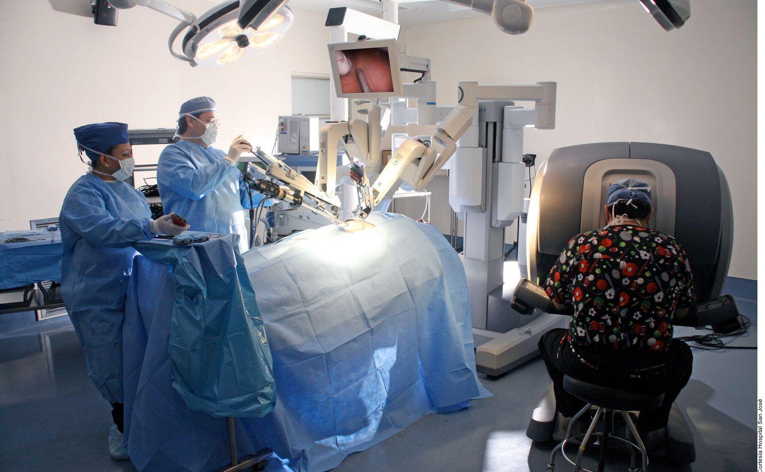 La cirugía robótica se ha convertido en uno de los procedimientos de mínima invasión más recurrentes por los cirujanos debido a su precisión al momento de operar y los resultados postoperatorios que brinda al paciente.