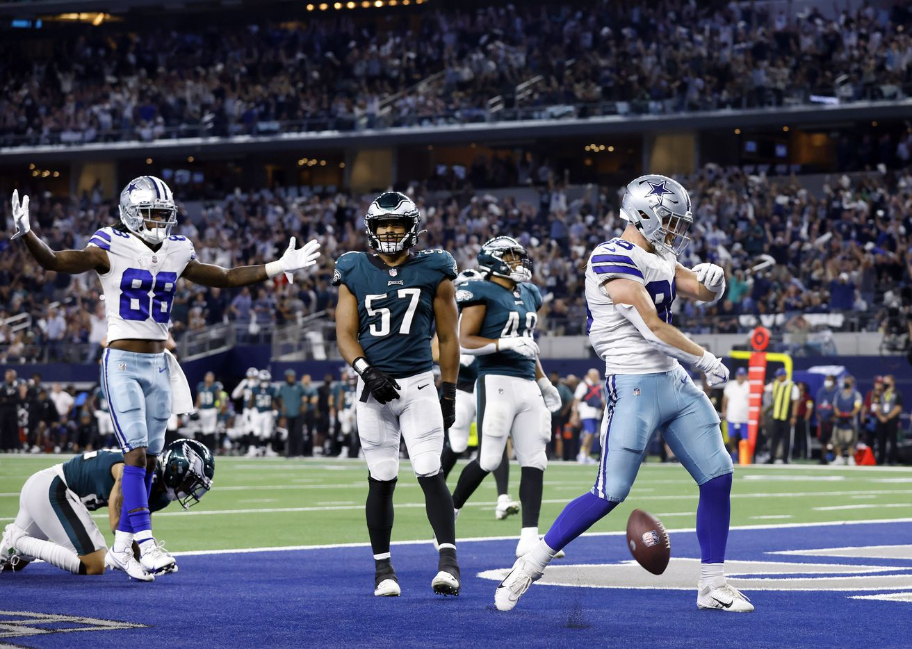 Dallas Cowboys tight end Dalton Schultz (86) spikes the ball in the end zone after scoring on a fourth quarter completion against the Philadelphia Eagles defense at AT&T Stadium in Arlington, Monday, September 27, 2021. (Tom Fox/The Dallas Morning News)