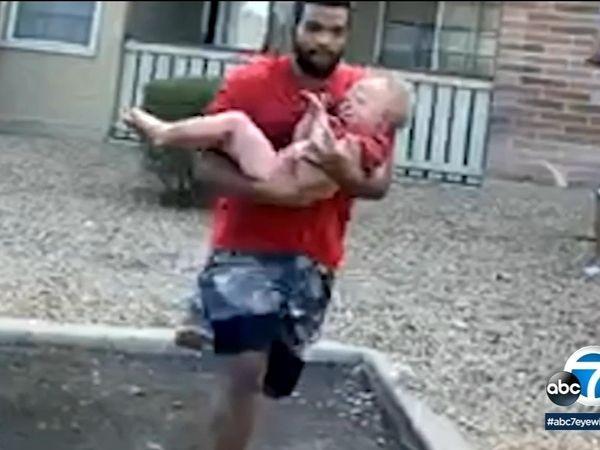 Phillip Blanks capturó entre sus brazos a un niño de tres años que fue arrojado al aire desde el balcón de un tercer piso.
