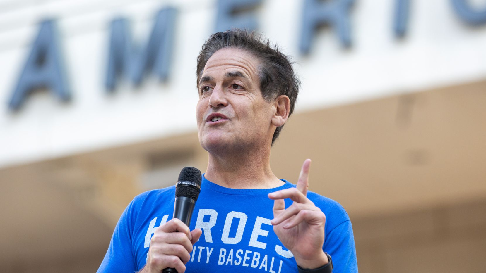 """Dallas Mavericks Owner Mark Cuban welcomes attendees during a """"Courageous Conversations"""" meet-up to discuss systemic racism at Victory Plaza outside the American Airlines Center  in Dallas on Tuesday, June 9, 2020."""