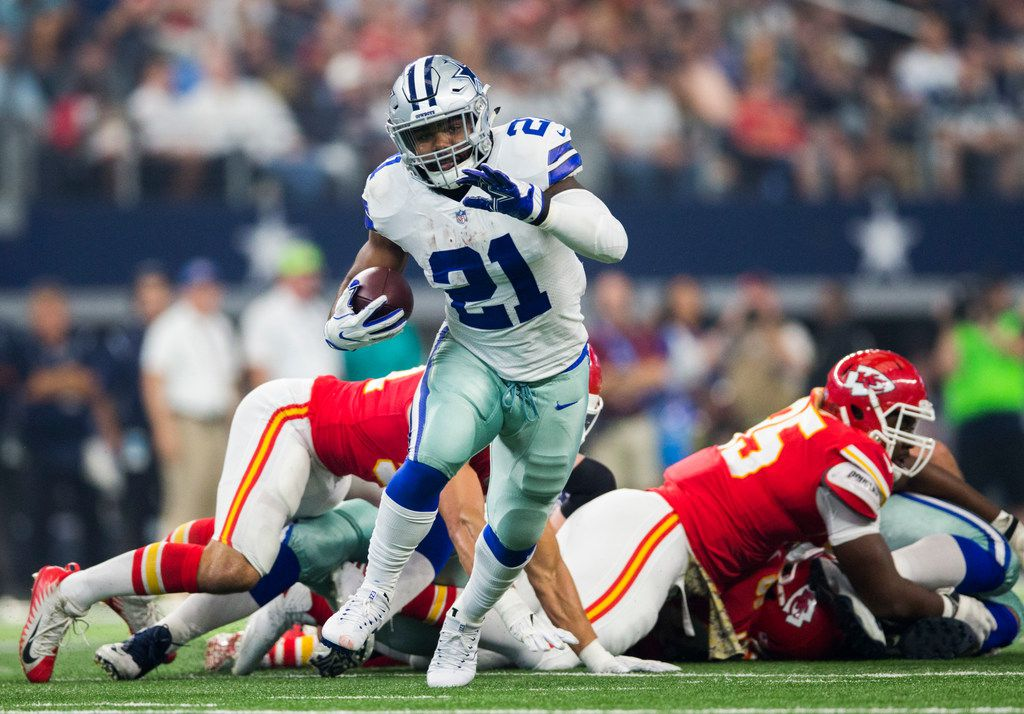 Dallas Cowboys running back Ezekiel Elliott (21) runs the ball during the first quarter of an NFL game between the Dallas Cowboys and the Kansas City Chiefs on Sunday, November 5, 2017 at AT&T Stadium in Arlington, Texas. (Ashley Landis/The Dallas Morning News)