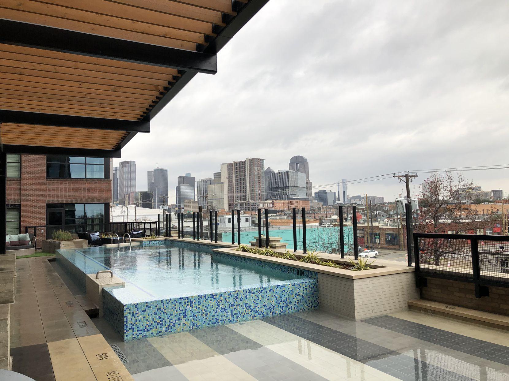The pool deck at the Novel Deep Ellum apartments.