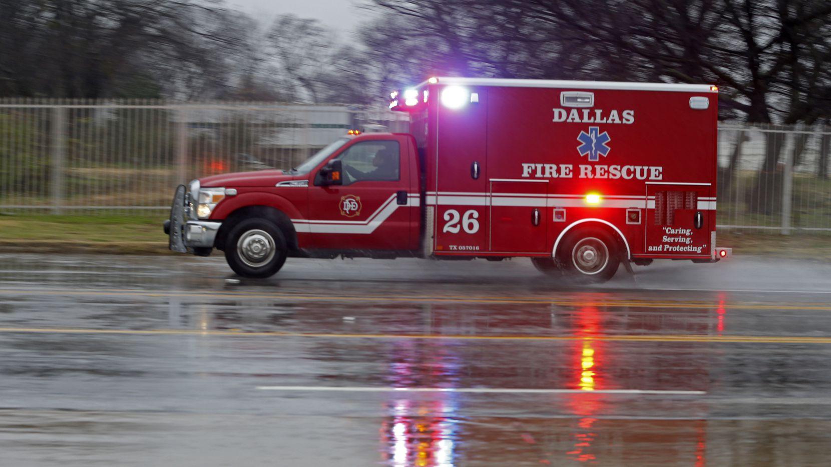 Una ambulancia de Dallas Fire-Rescue fue robada de un hospital en Old East Dallas la madrugada del martes.
