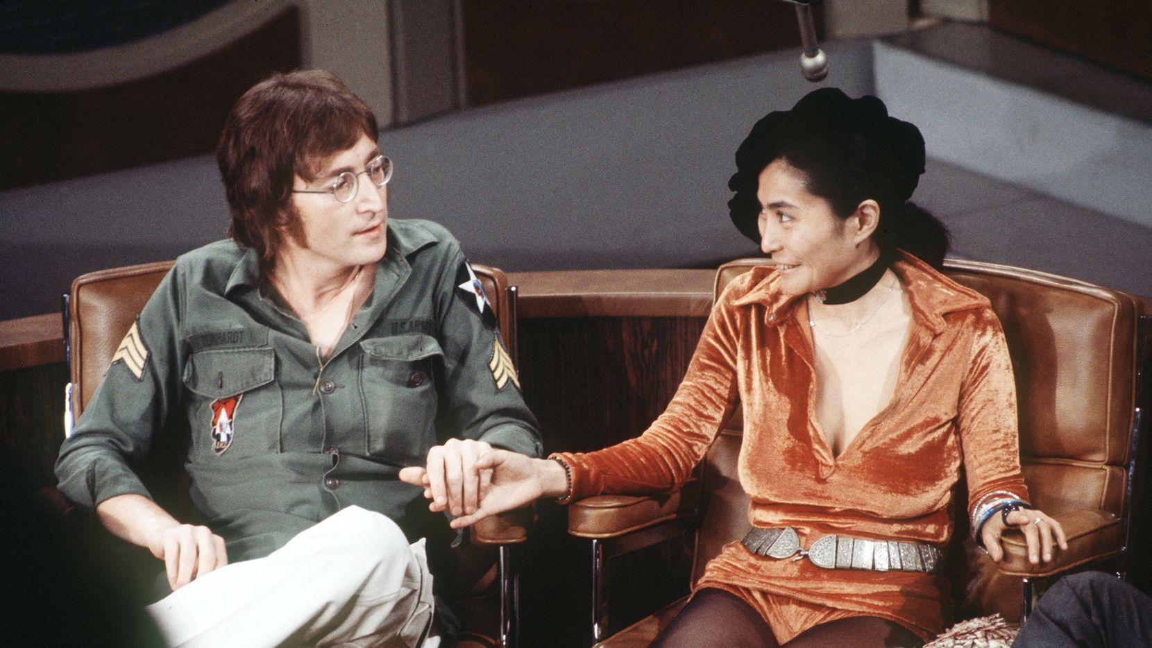 Foto de archivo de 1971 de John Lennon y Yoko en el Dick Cavett Show.