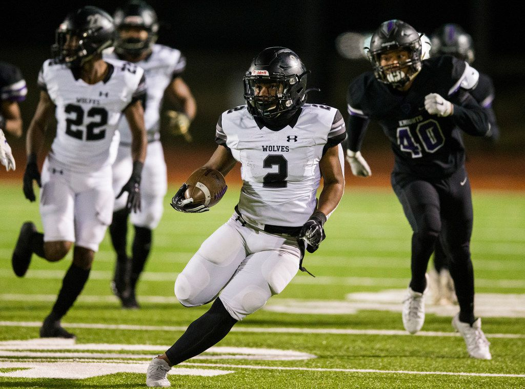 Mansfield Timberview running back Deuce Jones (2) runs the ball during the first quarter of a UIL Class 5A Division I first-round playoff football game between Mansfield Timberview and Frisco Independence on Thursday, November 14, 2019 at Frisco ISD Memorial Stadium in Frisco.